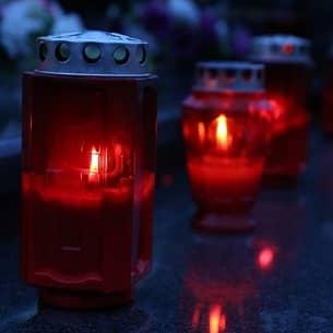 Allerheiligen ist am 1. November, einen Tag nach dem Reformationstag. Am Allerheiligentag gedenken viele Menschen Ihren verstorbenen Verwandten.