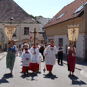 Prozessionen zu Fronleichnam haben in der katholischen Kirche eine lange Tradition.